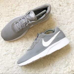 NIKE: Men's Gray and White Tanjun Size 9
